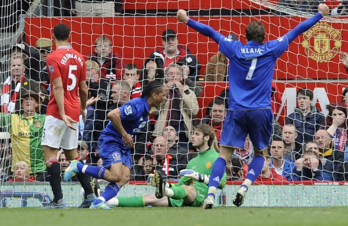 Piennar-and-Jelavic-image-at-Man-Utd1