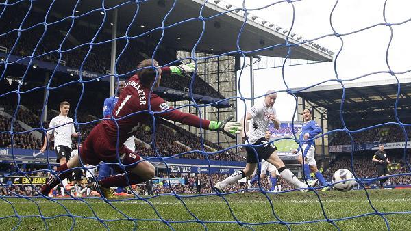 Pienaar vs Fulham