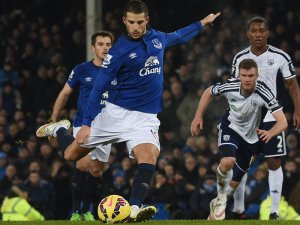 Everton-s-Kevin-Mirallas-misses-penalty-2015_3253971